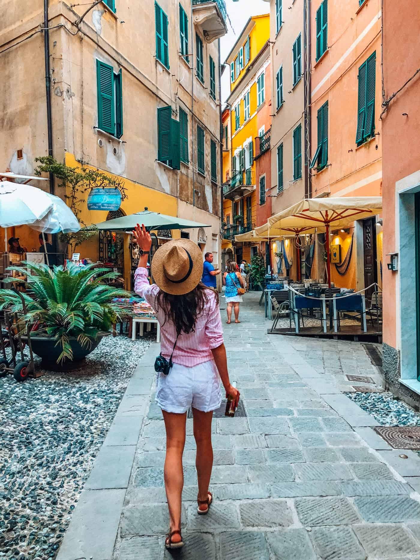 White Linen shorts in Cinque Terre
